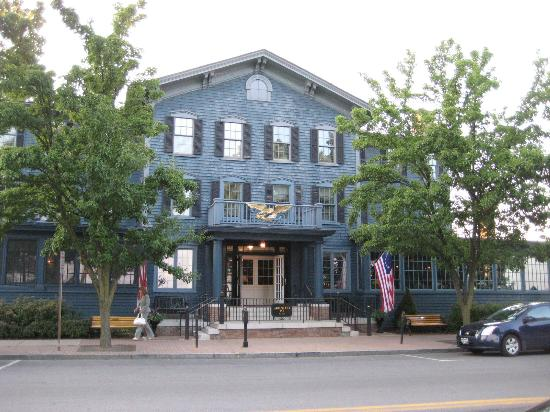 Skaneateles, État de New York : The Sherwood Inn from the street
