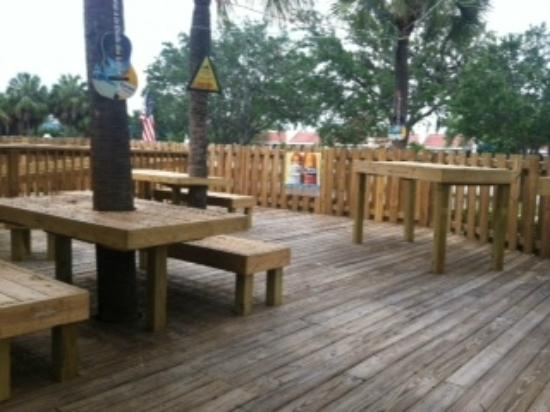 Mannatees Sports Grill: Outside deck