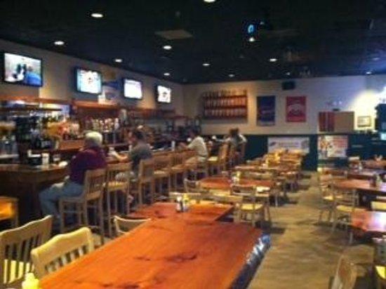 Mannatees Sports Grill: Main bar area