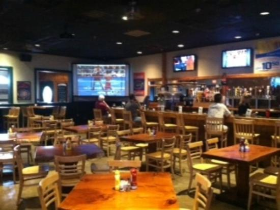 Mannatees Sports Grill: Main bar with big screen