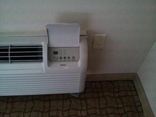 DoubleTree by Hilton Hotel Virginia Beach: air conditioner off and on switch