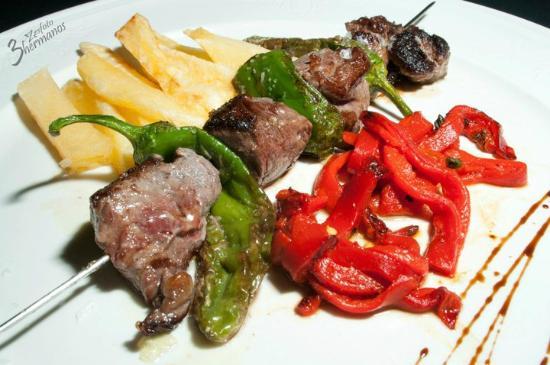 Bar La cepa : Brocheta de Solomillo / Sirloin and Green peppers skewer