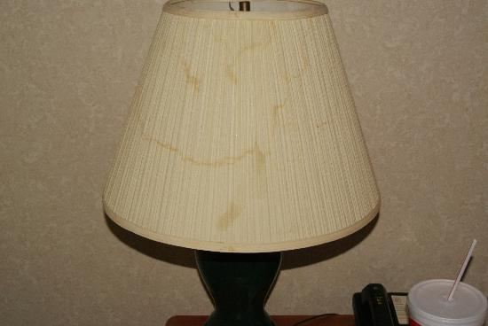 Days Inn & Suites Monroe: stains in both lamps