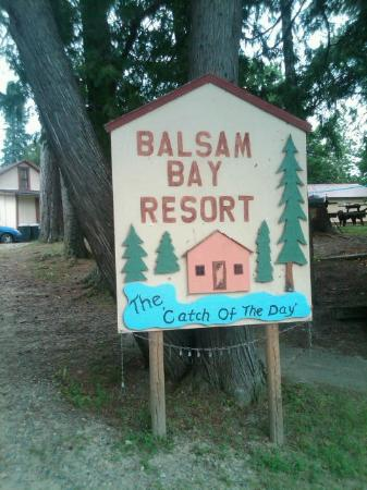 Balsam Bay Resort: the sign at the lake