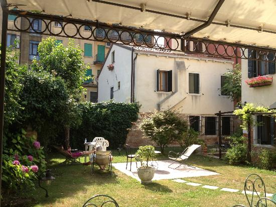 Casa Rezzonico: The back garden
