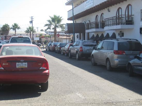 Desert Inn: View of front of hotel and street parking