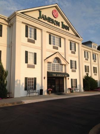 Quality Inn Newnan : front doors