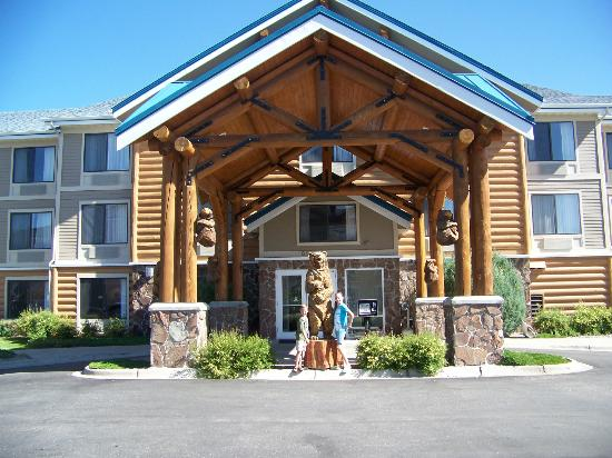 ClubHouse Inn West Yellowstone: Front Entrance.
