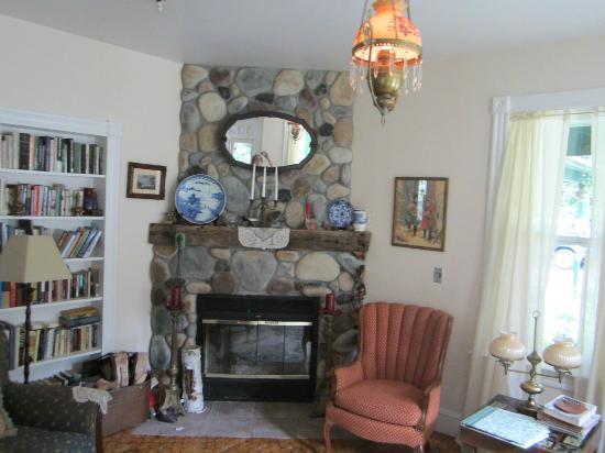 Cedarwood B&B : livingroom