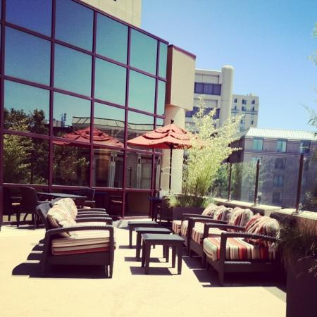 Oakland Marriott City Center: patio dining at hotel restaurant