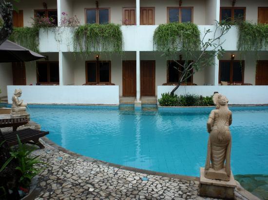 Kuta Lagoon Resort & Pool Villa: Looking into Pool access room - great experience