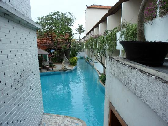 Kuta Lagoon Resort & Pool Villa: Looking down the Lagoon Pool - Lovely