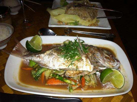 Yum Cha Asian Eatery: Pad Thai and Red Snapper (whole fish)