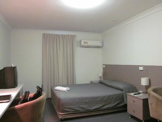 Burke & Wills: Room