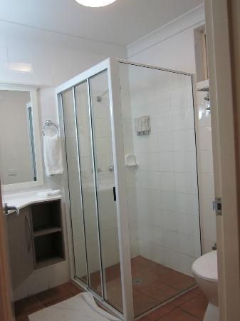 Burke & Wills: Bathroom