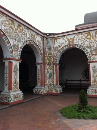 Museo de los Descalzos: Detalle de la decoración arcos patio interior.