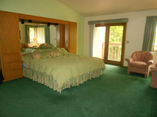 The Rushes: Master bedroom - King size bed, very comfortable