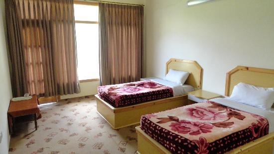 Hilltop Hotel Hunza: Hilltop hotel standard Room