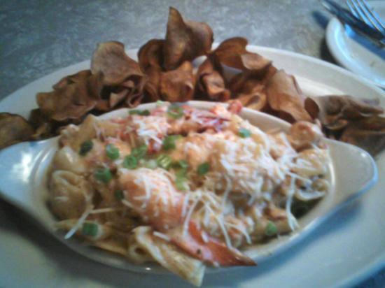 Hannah's & Harry's : Mac and cheese with lobster and sweet potato kettle chips