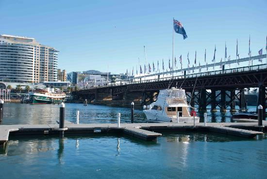 Cockle Bay Wharf: Looking over Darling Harbour