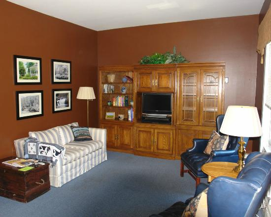 Bristol Suites: Deerleap Suite Living Room