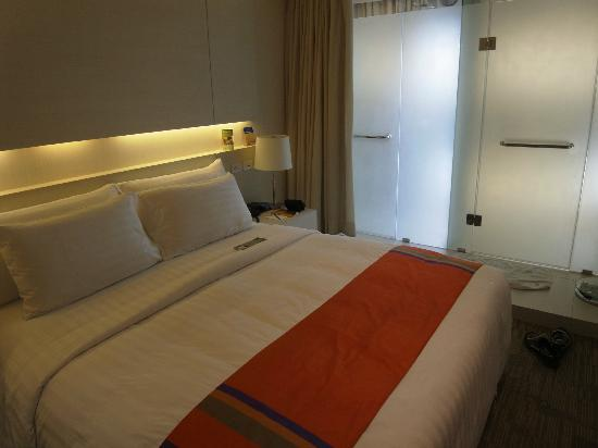 Bangkok Hiptique Residence: Standard Room..... There are no windows in bed room.