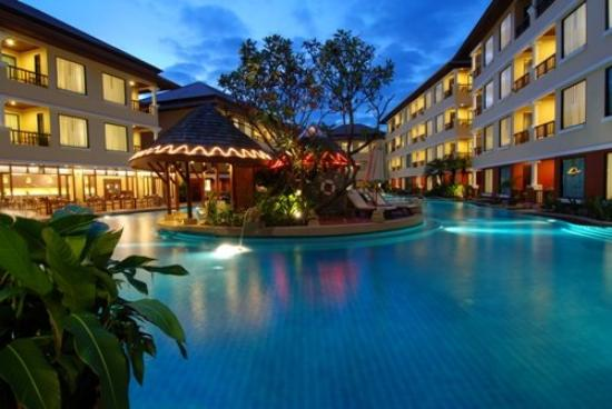 Patong Paragon Resort & Spa: Swimming Pool