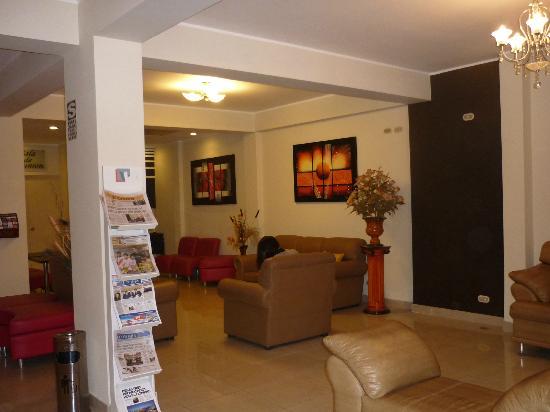 Hotel Ferre Miraflores: Hall