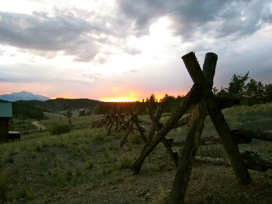 Elk Mountain Ranch : sunset