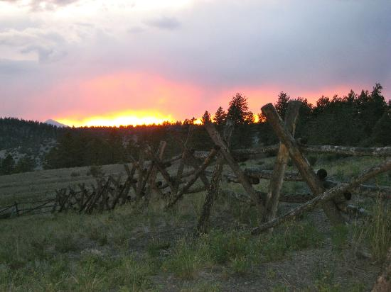 ‪‪Elk Mountain Ranch‬: sunset
