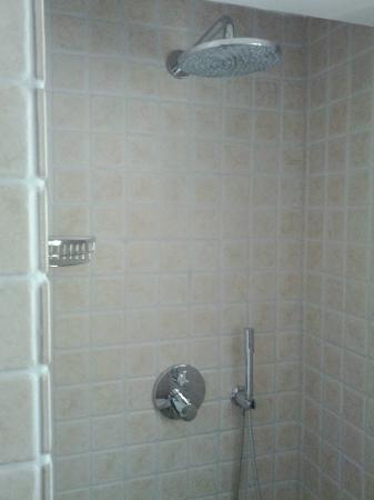 Villa Plein Soleil: Shower