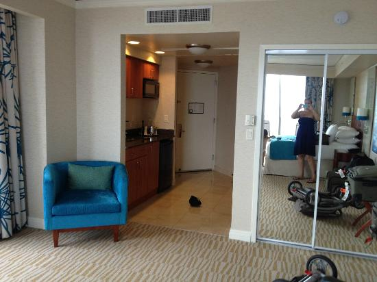 Trump International Beach Resort: living space with kitchenette view