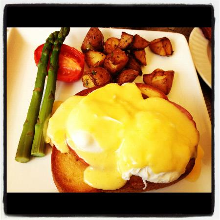 Trump International Beach Resort: yummy eggs benedict