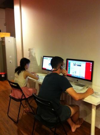 Rucksack Inn  (Lavender): free iMac access