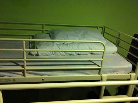 Rucksack Inn  (Lavender): clean bedsheet