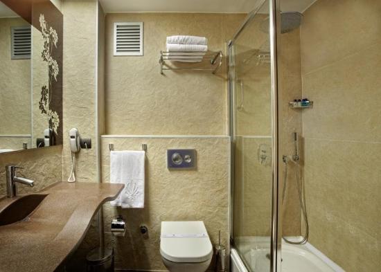 Konak Hotel: Bathroom