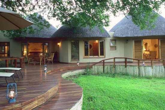 Monwana Game Lodge: Monwana Lodge Deck