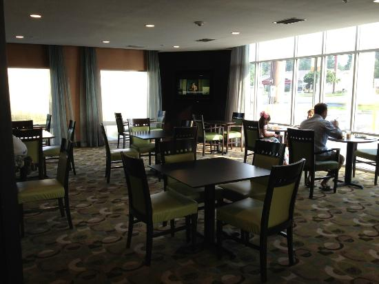 Comfort Suites Lake City: Breakfast Dining