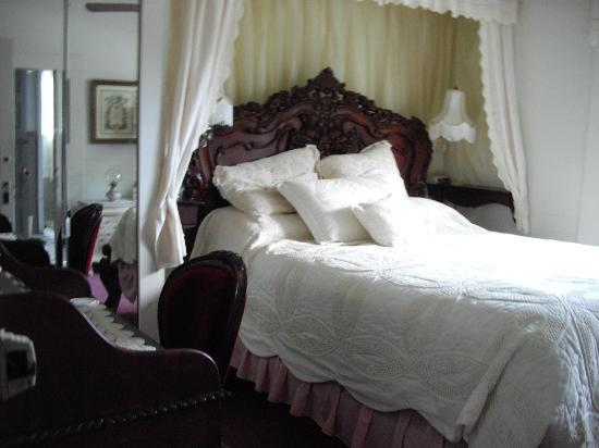 Lake Shore Lodge: Another room