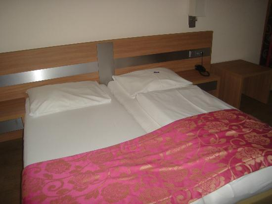 Hotel Christoph: Two twin beds