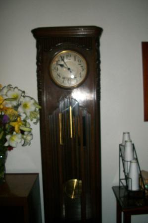 Hood River Hotel: vintage clock