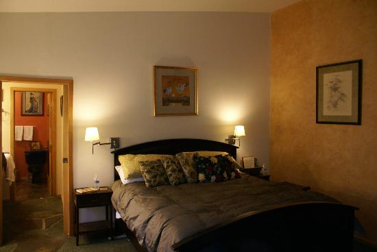 Blue Mountain Bed & Breakfast: Syringa Suite bedroom/bed