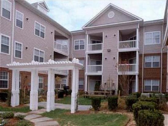 Avalon Crescent Apartments : Exterior View