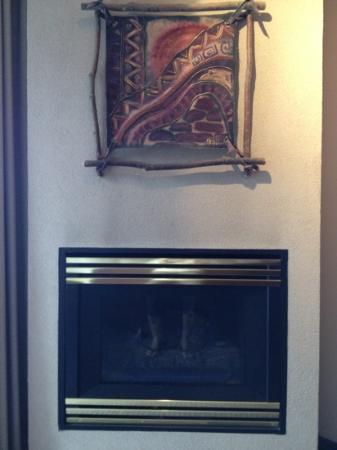 BEST WESTERN Pocaterra Inn: fireplace