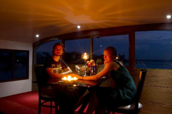 Munnar Holidays: Candle Light Dinner in House Boat