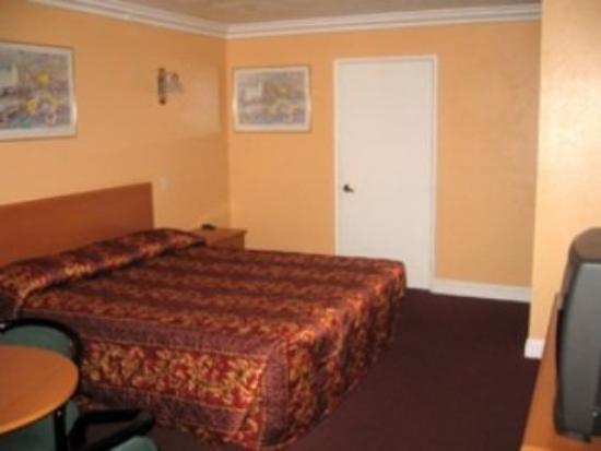 Dynasty Inn : Exterior/Guest Room