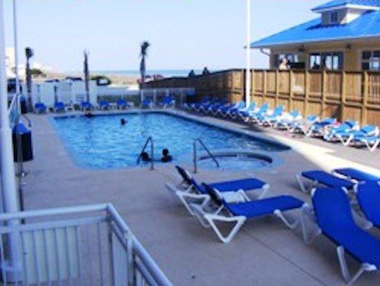 The Prince Resort: Pool Bed Bath