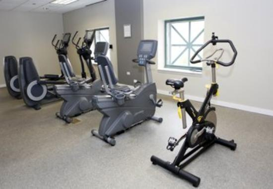 Stan Properties Suites at 1 W Superior Place: Fitness Center