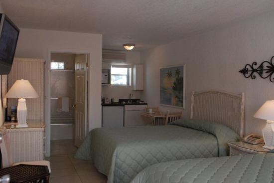 Blind Pass Resort-Motel: 2 Queen Efficiency