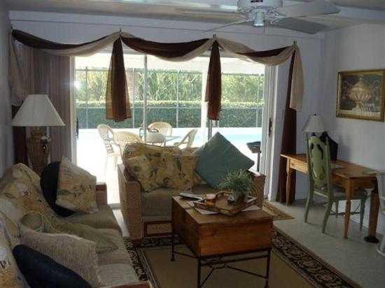 Marco Bay Resort: Family Room -Small -